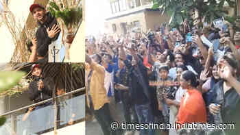 Hrithik Roshan waves at the sea of fans who turned up to wish him on his 46th birthday