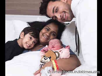 Aayush clicks a cute picture of Arpita & kids