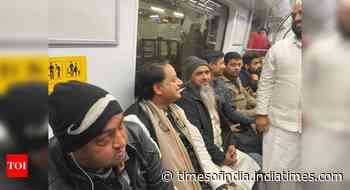 Shashi Tharoor takes metro to reach JNU to talk on CAA