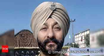 DSP Davinder Singh on other side of table at interrogation centre