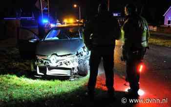 Botsing tussen twee personenauto's in Een-West: bestuurder met onbekende verwondingen naar ziekenhuis