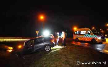 Auto belandt in sloot bij Coevorden; bestuurder raakt gewond