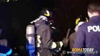 Incendio a Pietralata: fiamme vicino un autodemolitore, evacuata un'abitazione