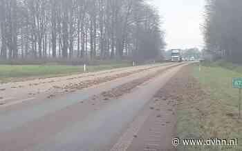 N34 tussen Emmen en Odoorn tijdelijk dicht: vrachtwagen verliest lading aardappels