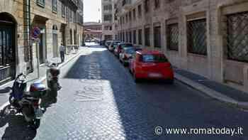 Trastevere: olio alimentare sversato in strada, nessuno pulisce e la strada resta chiusa