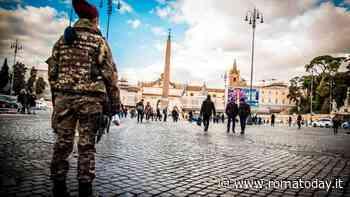 Via del Corso: impugna un coltello e minaccia vigili e soldati