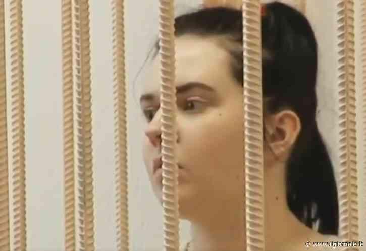 Russia, madre va in vacanza e abbandona la figlia che muore di fame