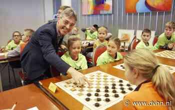 Schooldamkampioenschap gemeente Assen bij Warenhuis Vanderveen
