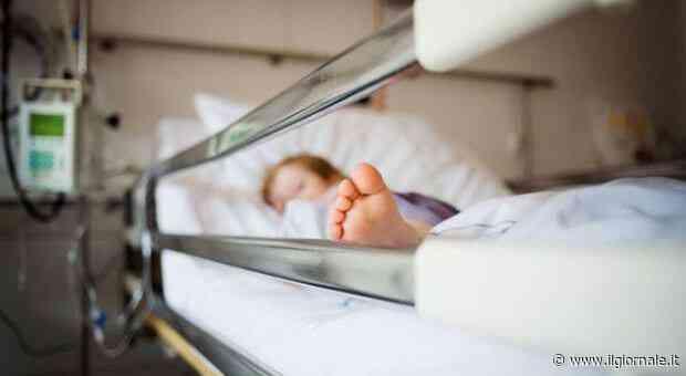 """Bimbo di 3 anni muore per un tumore al cervello: """"Per i medici era febbre"""""""