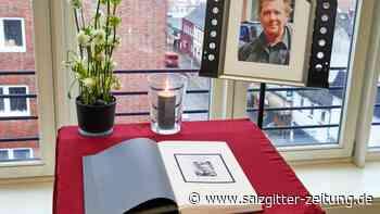 Trauerfall: Trauerfeier für Jan Fedder: Andrang vorm Hamburger Michel