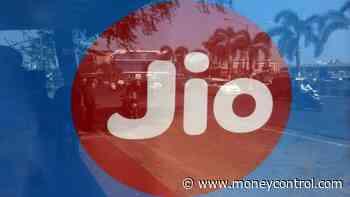 Reliance Jio, UVARC emerge top bidders for RCom assets