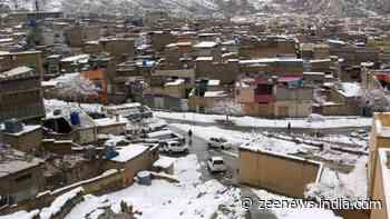 Heavy snowfall hits Kashmir, Army put on high alert, five jawans dead