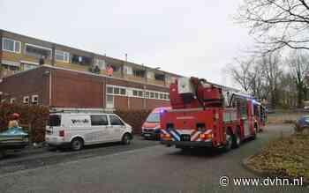 Brandweer met kettingzagen in de weer om brand in dak Vechtstraat op te sporen