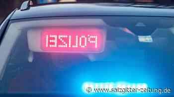 Unbekannte brechen Dienstagnacht in Wolfsburg Taxi auf