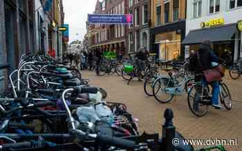 Groningen wil dichtslibbende stoep in binnenstad weer vrij maken voor voetganger
