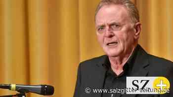 Intendant Rainer Steinkamp liest in Wolfsburg aus Roman