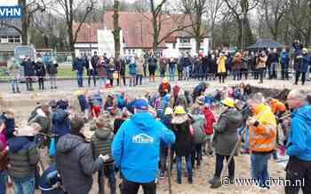 Kinderen helpen handje mee bij nieuwbouw basisschool Veenhuizen