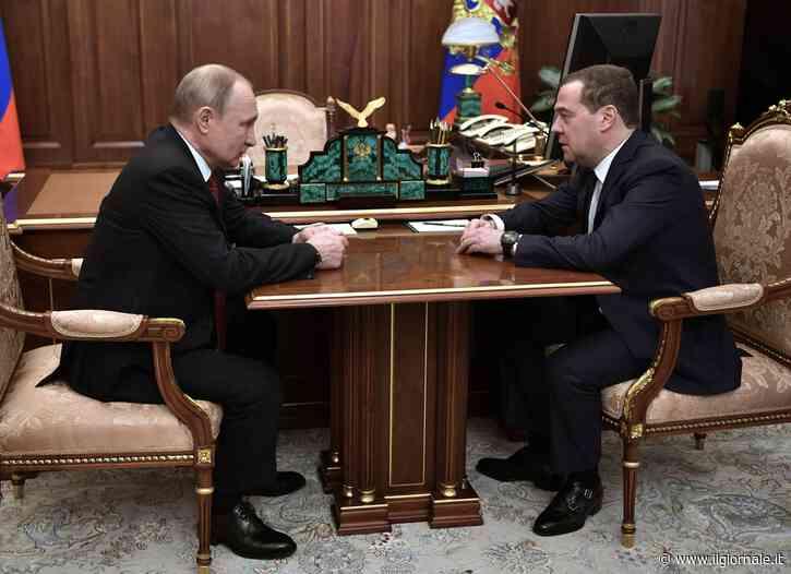 Russia, primo ministro Medvedev si dimette con il governo