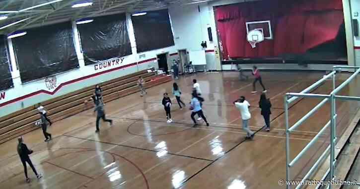 Paura durante l'allenamento a scuola: la tempesta spazza via la parete della palestra. Tre ragazzi feriti