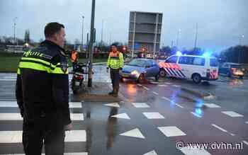 Scooterrijdster gewond na botsing met auto bij Oostersluis