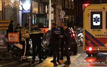 Auto en bezorgscooter botsen op T-splitsing in Stad, maaltijdbezorger gewond