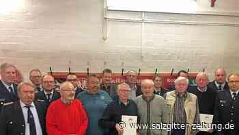 Stephan Jung wird in Klein Ilsede zum Löschmeister befördert