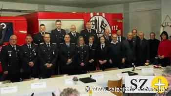 Freiwillige Feuerwehr Ölsburg ehrt und befördert Mitglieder