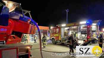 Feuerwehr übt im alten Vechelder Getränkemarkt