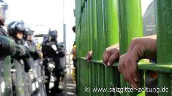 Große Anspannung: Migranten stürmen nach Mexiko - Grenze vorübergehend zu