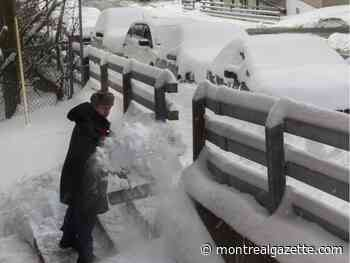 Montrealers digging out after overnight snowstorm
