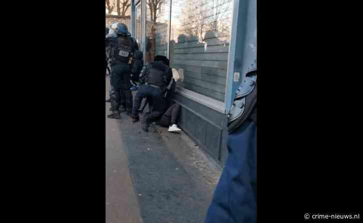 VIDEO: Ophef in Frankrijk na beelden van mishandeling demonstrant door politieagent