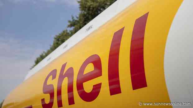 Shell inducts professors, 22 others into Shell sabbatical