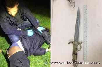 Criminal caught with knife in his pants after trying to flee from police