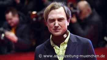 Das sagt der Schauspieler dazu: Lars Eidinger: Shitstorm für fragwürdige Werbeaktion