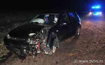 Auto vliegt uit de bocht en crasht op de Lycklamavaart bij Appelscha