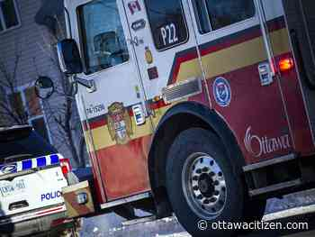 Ottawa firefighters use 'jaws of life' in Highway 417 crash