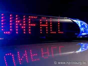 Trümmerfeld auf B 173: Transporter kracht in Auto