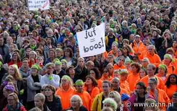 Leraren gaan weer staken: in centrum Groningen met stille tocht en protestlied