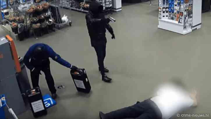 VIDEO: Grote hoeveelheid cash buit bij gewapende overvallen op geldlopers Den Haag