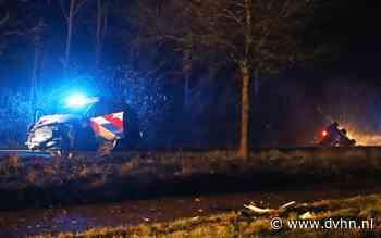 Achtervolging in Wildervank eindigt in dubbele crash: auto's beschadigd, agenten licht gewond