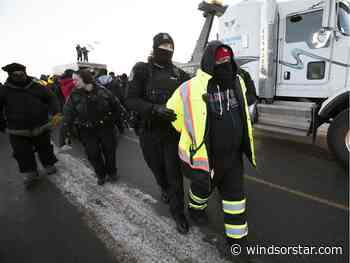 Local Unifor members arrested on Regina picket line