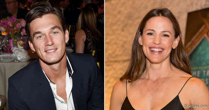 Jennifer Garner Jokes 'No One Swipes' on Her Tinder Profile but Tyler Cameron Says He's 'Swiping Right'