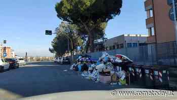 Settecamini, rifiuti non raccolti da settimane: discariche a cielo aperto tra le strade