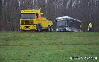 Opnieuw raakt een bus van Qbuzz van de weg, ditmaal op N374 tussen Stadskanaal en Nieuw-Buinen