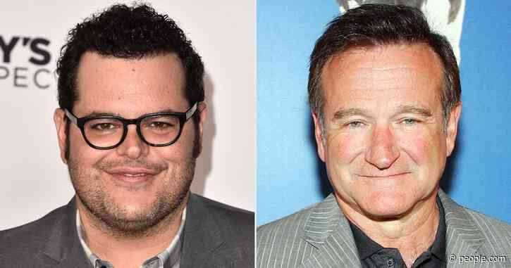 Josh Gad Recalls How Former Neighbor Robin Williams Would Make Him 'Laugh and Cry' with Stories