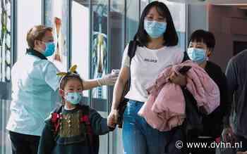 Zakenlui met banden in China volgen ontwikkel