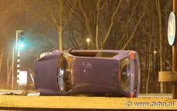 Auto eindigt op z'n kant bij ongeluk op de Ring