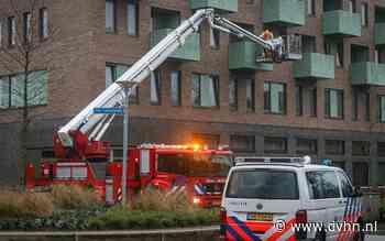Balkondeur wil niet meer open, brandweer redt vrouw van balkon in Groningen