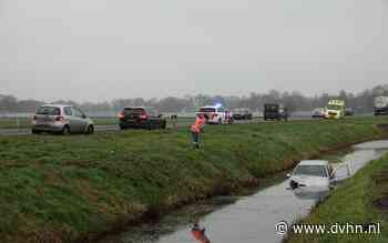 Auto belandt in sloot naast N34 bij Coevorden