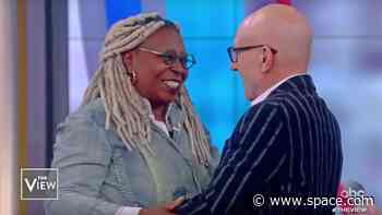 Patrick Stewart invites Whoopi Goldberg to reprise her TNG Guinan role 'Star Trek: Picard'!